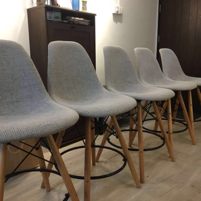 5_eamesstyle_counter_chairs_1518997518_e63a19b1